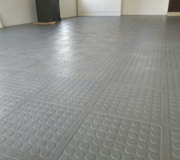 commercial-rubber-interlocking-tile-grass